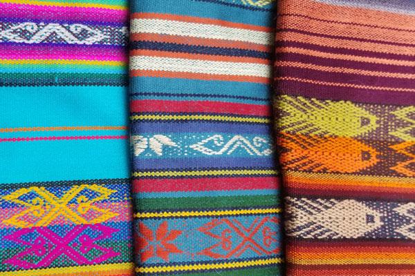 poncho para mascotas con capucha, Otavalo, Ecuador